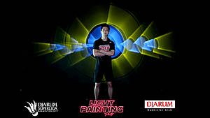 Kevin Sanjaya Sukamuljo saat menjajal aktifitas di booth Light Painting Photo Djarum Foundation.